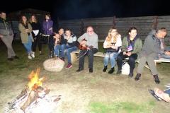 Na ognisku- pan Profesor pięknie gra i śpiewa ale my tez się staraliśmy